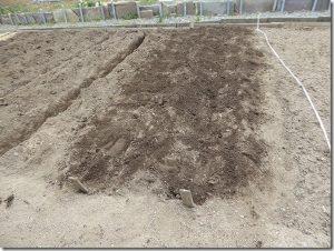 堆肥に土寄せ